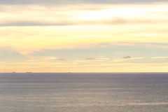 La mer et le ciel avant coucher du soleil Photographie stock