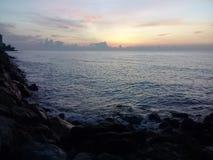 La mer a frappé la côte 1 Images libres de droits