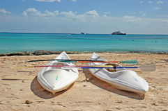 La mer kayaks plan rapproché photos stock