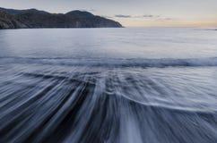 La mer Méditerranée à l'aube en Turquie images stock