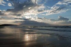 La mer Méditerranée au coucher du soleil Images stock