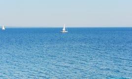 La mer Méditerranée et yacht Images stock