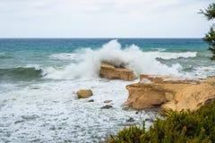 La mer Méditerranée rugueuse photographie stock