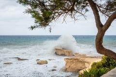 La mer Méditerranée rugueuse image libre de droits