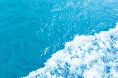 La mer ondule le fond Photo libre de droits