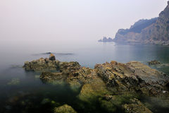 La mer pendant le matin Photo stock