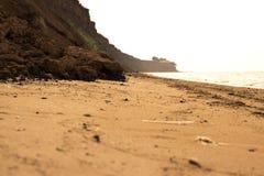 La mer sauvage de plage ondule le littoral Photos libres de droits