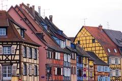 La metà Colourful ha rafforzato le case con legname Fotografia Stock