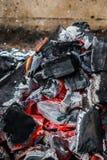La met? ha bruciato la fine del carbone su fotografia stock libera da diritti