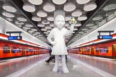 La metropolitana di Helsinki, stazione di Tapiola con il ` Emma della scultura del ` s di Kim Simonsson lascia un ` del segno fotografia stock