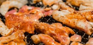 La mezcla de estilo coreano de la carne y de los pescados asó a la parrilla el primer Foto de archivo libre de regalías