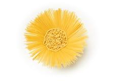 La mezcla de las pastas en sol formó al beneficiario en el fondo blanco Foto de archivo libre de regalías