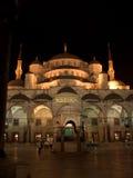 La mezquita azul por noche Fotos de archivo