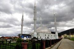 La mezquita con cuatro alminares fotos de archivo