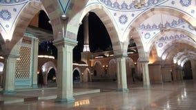 La mezquita de Akhmad Kadyrov, la ciudad de Grozny, la capital de la república chechena de la Federación Rusa almacen de metraje de vídeo