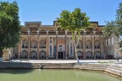 La mezquita de la casa del cuchillo largo está situada en la parte histórica de Bukhara fotografía de archivo