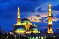 La mezquita del territorio federal, Kuala Lumpur Malaysia durante salida del sol Foto de archivo libre de regalías