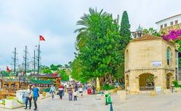 La mezquita en el puerto deportivo viejo de Antalya Imágenes de archivo libres de regalías
