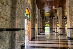 La mezquita hermosa fue construida con mármol Es un lugar religioso imágenes de archivo libres de regalías