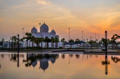 La mezquita magnífica y magnífica de Sheikh Zayed en Abu Dhabi UAE imágenes de archivo libres de regalías