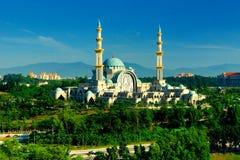 La mezquita o el Masjid Wilayah Persekutuan del territorio federal Foto de archivo libre de regalías