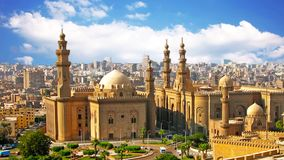 La mezquita vieja está situada en El Cairo, la capital de Egipto almacen de metraje de vídeo