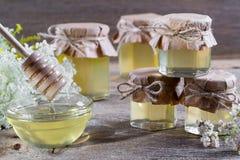 La miel en un vidrio sacude, las flores salvajes Fotografía de archivo libre de regalías