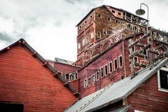 La mine de cuivre abandonnée de Kennecott traitant le moulin en Alaska Photos stock