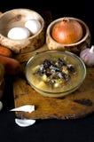 La minestra di verdura si espande rapidamente funghi di legno del cucchiaio della ciotola Immagine Stock Libera da Diritti