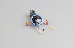 la mini macchina fotografica di pulizia del lavoratore della gente len Fotografie Stock Libere da Diritti