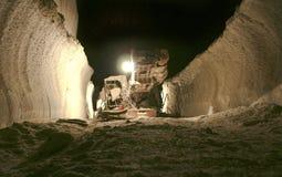 La miniera di sale su una profondità 640 misura Carpathians con un contatore Fotografia Stock