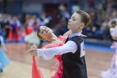 La Minsk-Bielorussia, il 23 febbraio: La coppia non identificata di ballo esegue Immagine Stock