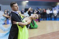 La Minsk-Bielorussia, il 23 febbraio: La coppia non identificata di ballo esegue Fotografie Stock Libere da Diritti