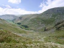 La mirada abajo del valle de Grisedale a colocar bajó Imagenes de archivo