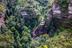 La mirada abajo el velo nupcial baja, las montañas azules parque nacional, Australia Imagenes de archivo