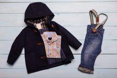 La mirada de moda de la moda de la visión superior de niños viste manera de los cabritos Fotografía de archivo libre de regalías