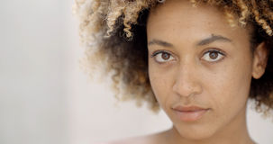 La mise de fille composent sur des lèvres photos libres de droits