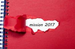 La mission 2017 de mot apparaissant derrière le papier déchiré Photo stock