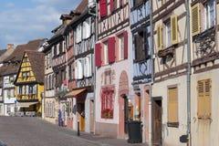 La mitad colorida enmaderó casas en Venise menudo poco distrito de Venecia en Colmar, Francia imagen de archivo