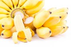 La mitad peló el plátano del huevo y la mano dos de plátanos de oro en la comida sana de la fruta de Pisang Mas Banana del fondo  ilustración del vector
