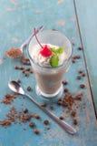 La moca del hielo/el café del chocolate bebe con crema azotada Fotografía de archivo