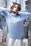 La moda de la empresaria del modelo del encanto de la mujer joven de la belleza viste el la imagen de archivo