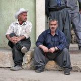La moda de los hombres típicos e influencias del americano en el Kurdistan iraquí. Iraq. imagenes de archivo