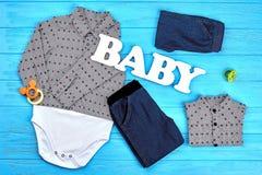 La moda del bebé viste el fondo foto de archivo libre de regalías