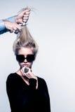 La moda inspiró la imagen del corte de pelo de la mujer Foto de archivo libre de regalías