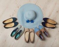 La mode de denim a placé - des vêtements, des chaussures et des accessoires Photo libre de droits