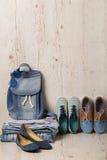 La mode de denim a placé - des vêtements, des chaussures et des accessoires Photographie stock libre de droits
