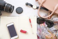 La mode de fond de la femme préparent le voyage Images libres de droits