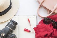 La mode de fond de la femme préparent le voyage Photographie stock