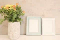 La mofa blanca y azul del marco sube, maqueta de dos Digitaces, maqueta de la exhibición, maqueta común diseñada mar de la fotogr Fotografía de archivo